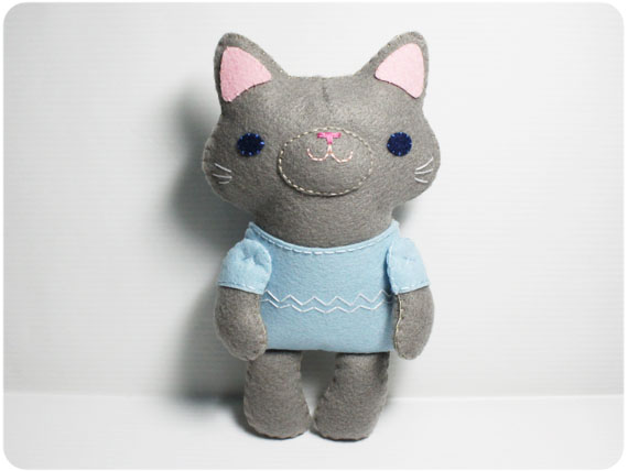 Felt Cat Pattern http://www.luulla.com/product/32176/little-gray-cat---doll-pattern-felt-doll-pdf